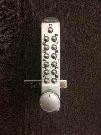 渋谷事務所 ボタン式錠④
