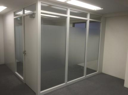 小伝馬町事務所 ガラススパーティション②