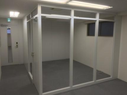 小伝馬町事務所 ガラスパーティション①
