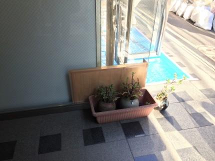 岩本町 倉庫 間仕切解組 ガラス補修工事①